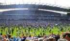 Manchester_City_pitch_invasion