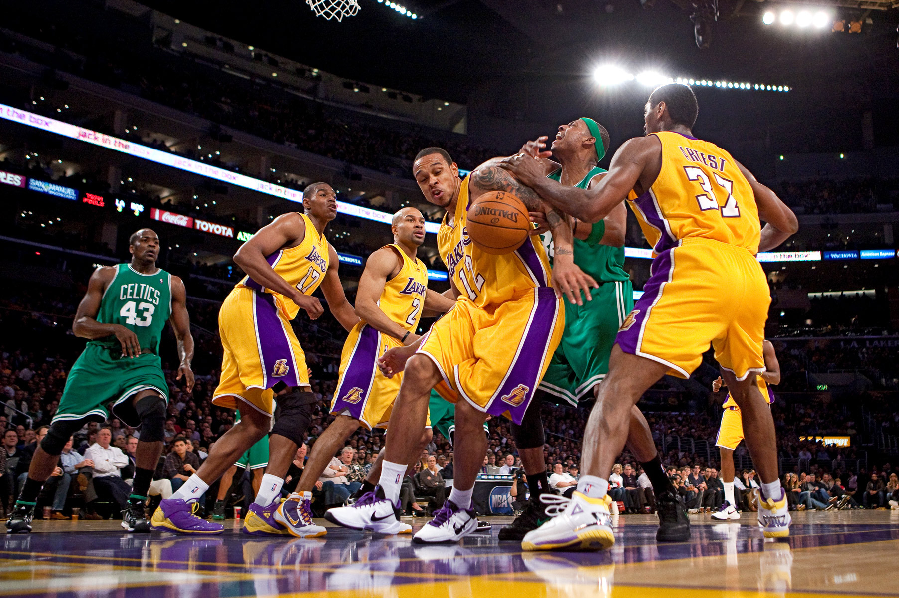 Pro Basketball Betting at America's Bookie – Lakers Try to Avoid Being Humiliated Again vs. Clippers